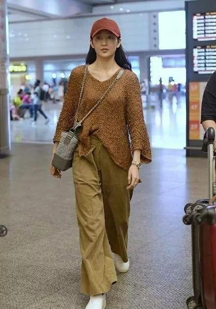 王鸥单身多年,穿衣服古怪随意,但不缺时尚范 时尚 第7张
