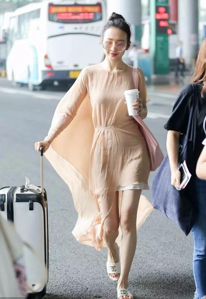 王鸥单身多年,穿衣服古怪随意,但不缺时尚范 时尚 第5张