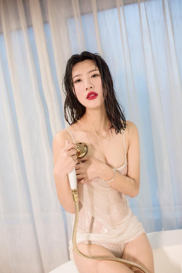 遇见潮女郎:吊带蕾丝浴室私房物语 时尚 第7张