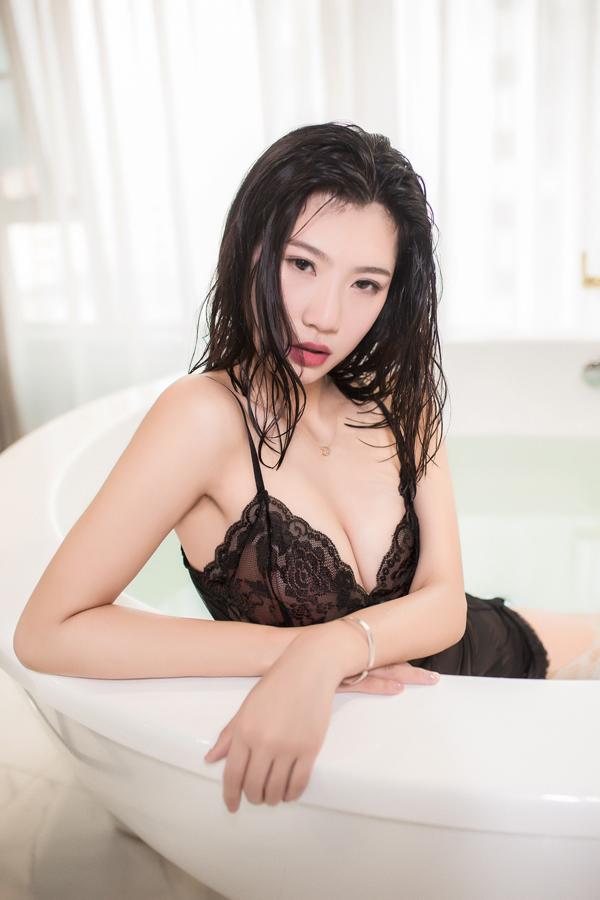 遇见潮女郎:吊带蕾丝浴室私房物语 时尚 第8张