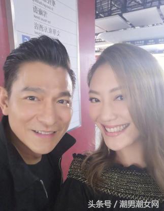 56岁的刘德华合影应采儿,陈小春三十秒到达战场 娱乐 第1张