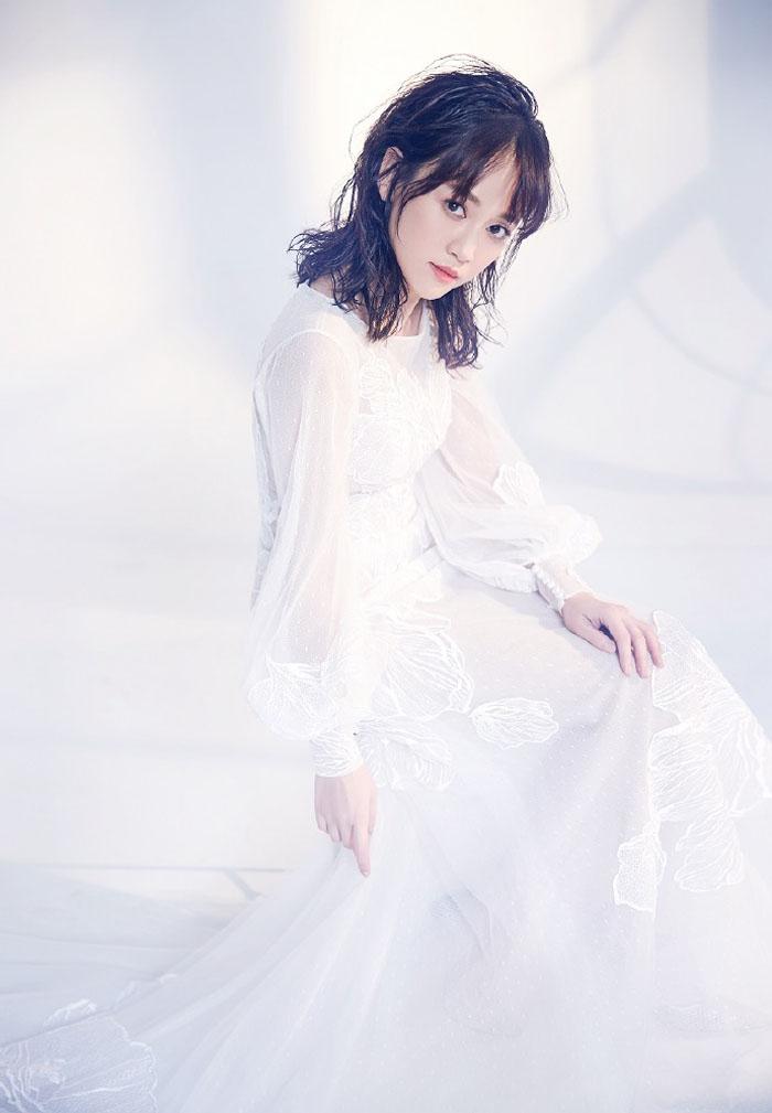 Shirley杨陈乔恩最新时尚写真,化身白色奇幻仙子唯美动人 娱乐 第3张