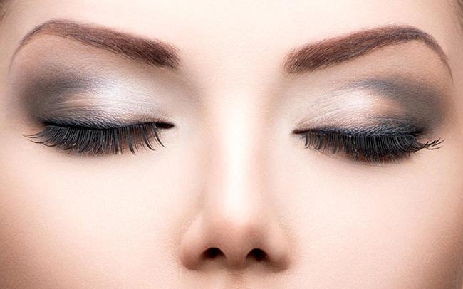眼线的画法 上扬眼线的画法步骤一步打造猫眼妆 上扬眼线的画法,教你如何打造猫眼妆 美容