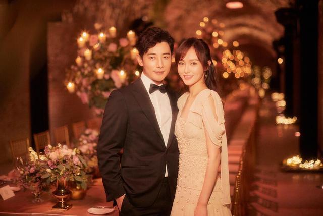 唐嫣罗晋结婚照片大全,婚礼没有任何品牌赞助,晚宴由明道主持,胡歌友情开唱